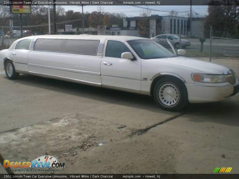 2001 lincoln town car executive limousine vibrant white. Black Bedroom Furniture Sets. Home Design Ideas