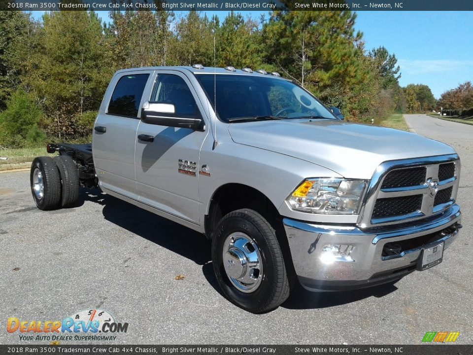2018 Ram 3500 Tradesman Crew Cab 4x4 Chassis Bright Silver Metallic / Black/Diesel Gray Photo #4