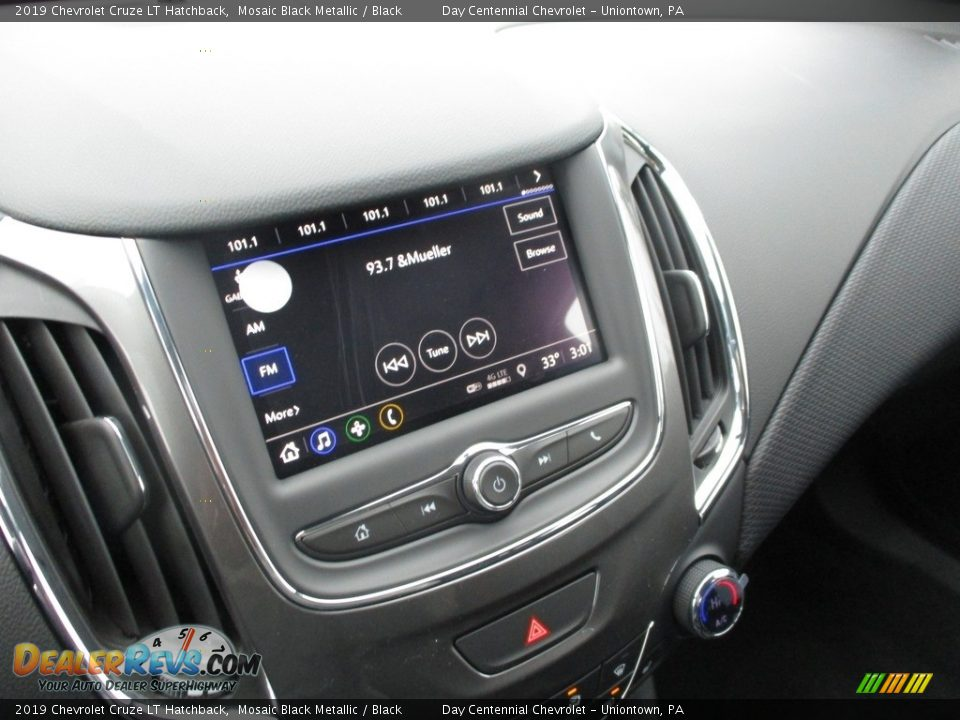 Controls of 2019 Chevrolet Cruze LT Hatchback Photo #9