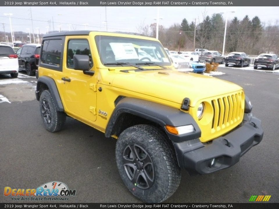 Front 3/4 View of 2019 Jeep Wrangler Sport 4x4 Photo #7
