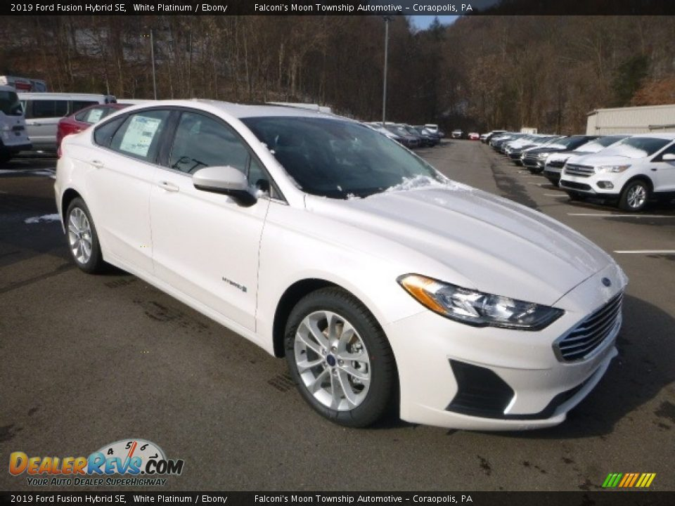 Front 3/4 View of 2019 Ford Fusion Hybrid SE Photo #3