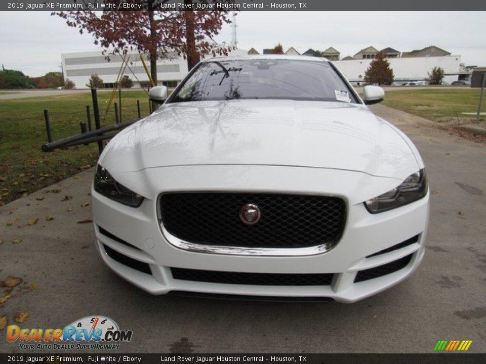 2019 Jaguar XE Premium Fuji White / Ebony Photo #9