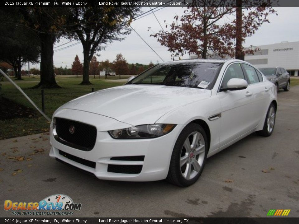 2019 Jaguar XE Premium Fuji White / Ebony Photo #10