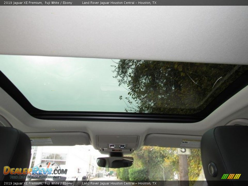 Sunroof of 2019 Jaguar XE Premium Photo #17