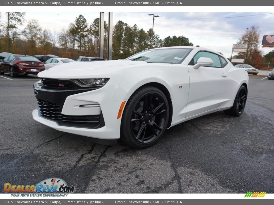 Front 3/4 View of 2019 Chevrolet Camaro SS Coupe Photo #3