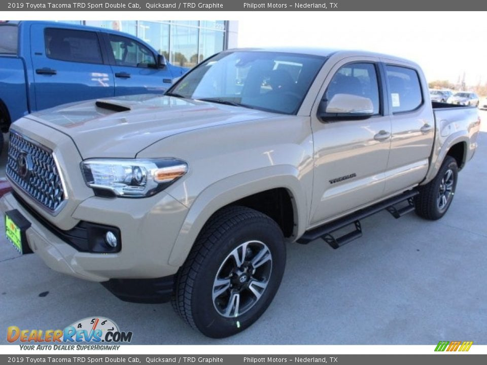 Front 3/4 View of 2019 Toyota Tacoma TRD Sport Double Cab 4x4 Photo #4