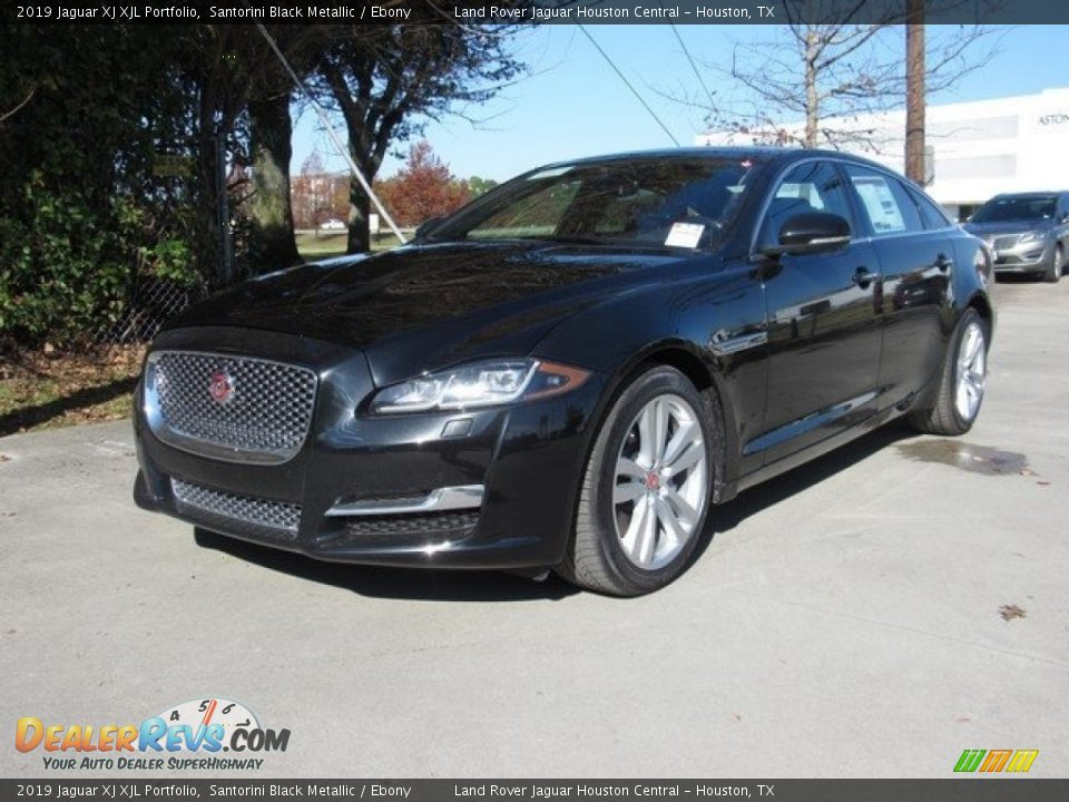 Front 3/4 View of 2019 Jaguar XJ XJL Portfolio Photo #10