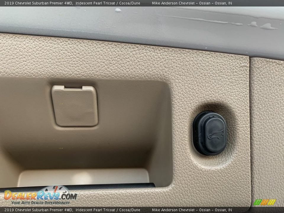 2019 Chevrolet Suburban Premier 4WD Iridescent Pearl Tricoat / Cocoa/Dune Photo #33