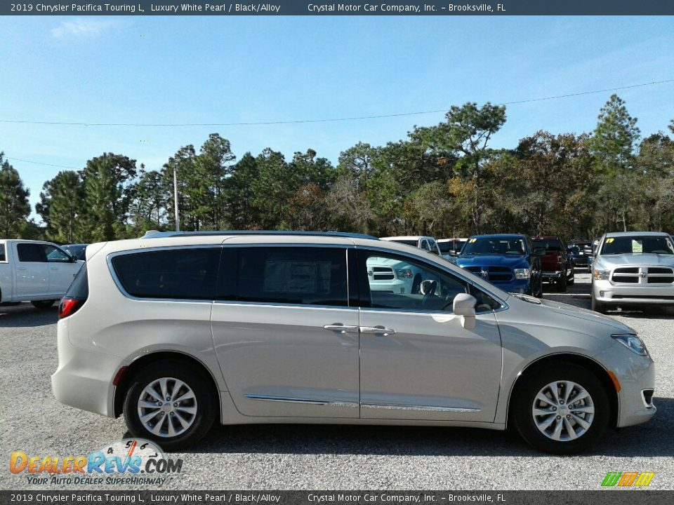 2019 Chrysler Pacifica Touring L Luxury White Pearl / Black/Alloy Photo #6