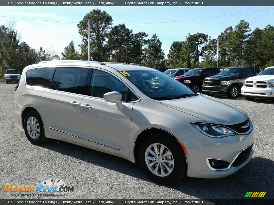 2019 Chrysler Pacifica Touring L Luxury White Pearl / Black/Alloy Photo #7