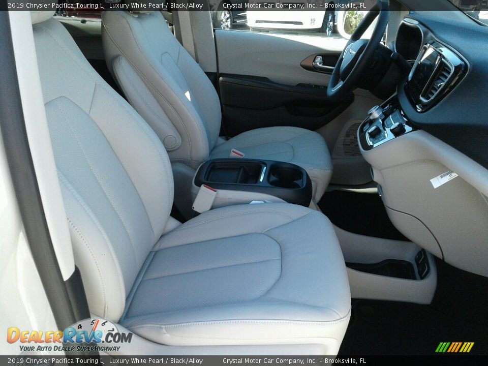 2019 Chrysler Pacifica Touring L Luxury White Pearl / Black/Alloy Photo #12