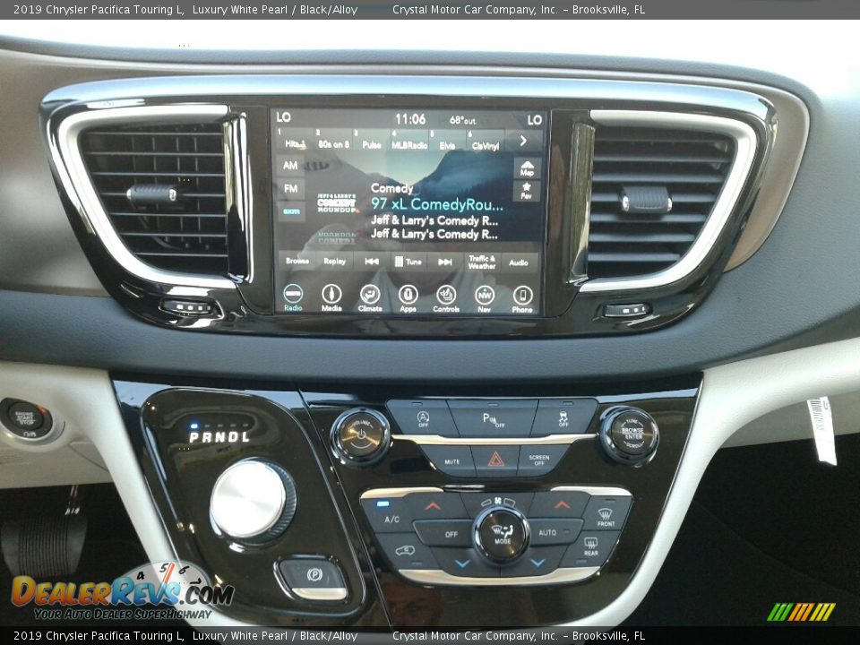 2019 Chrysler Pacifica Touring L Luxury White Pearl / Black/Alloy Photo #15