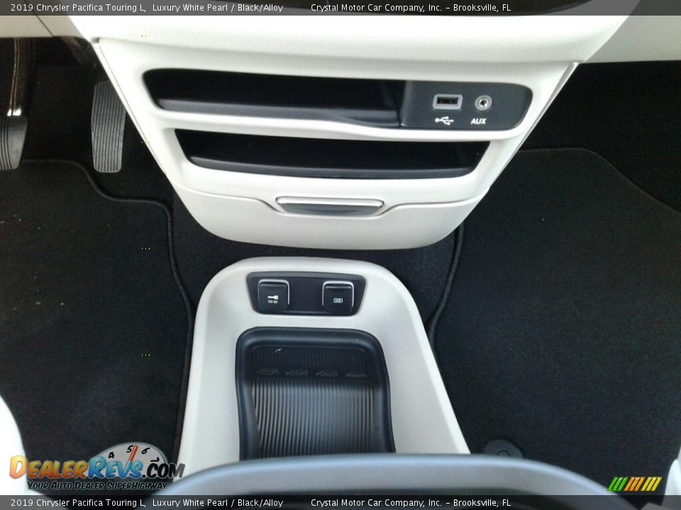 2019 Chrysler Pacifica Touring L Luxury White Pearl / Black/Alloy Photo #16