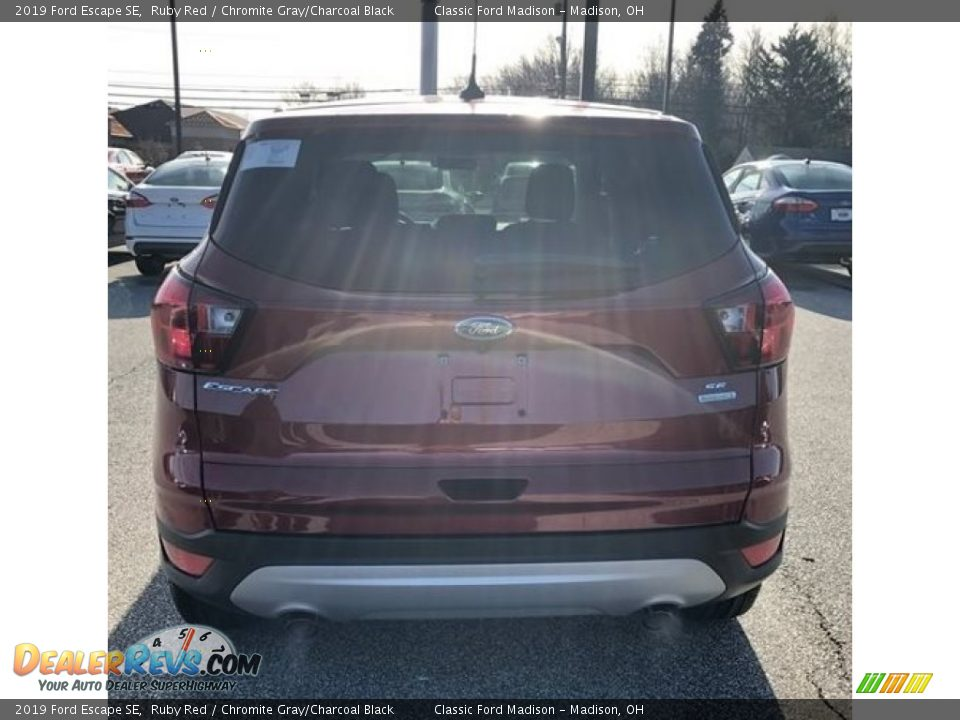 2019 Ford Escape SE Ruby Red / Chromite Gray/Charcoal Black Photo #2