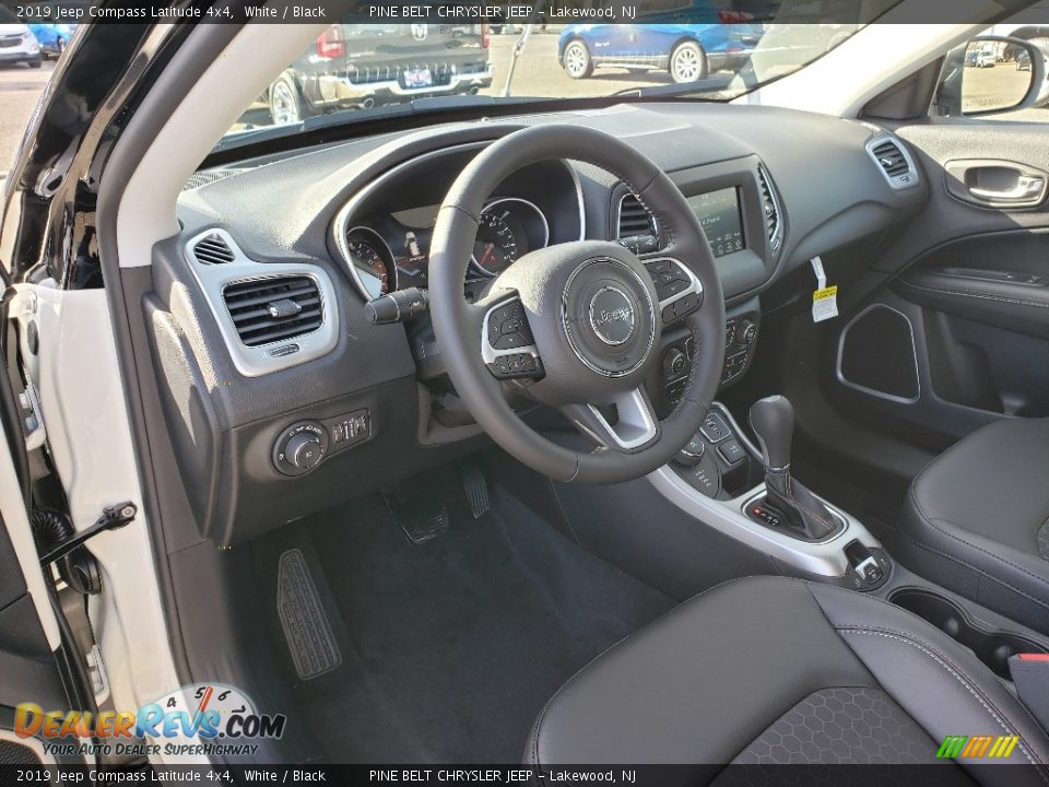 2019 Jeep Compass Latitude 4x4 White / Black Photo #7