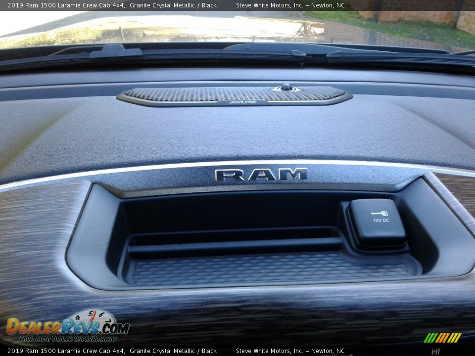 2019 Ram 1500 Laramie Crew Cab 4x4 Granite Crystal Metallic / Black Photo #31