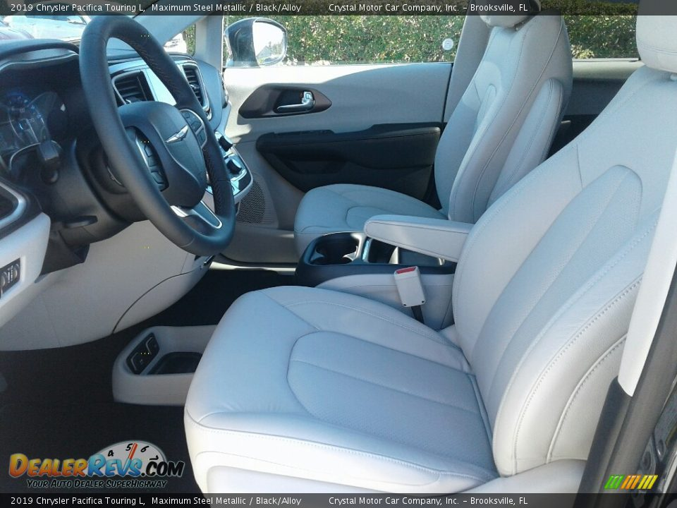 Front Seat of 2019 Chrysler Pacifica Touring L Photo #9