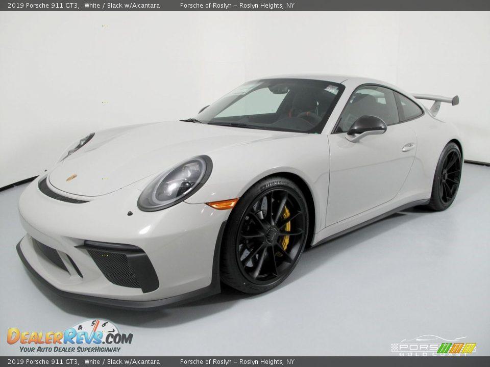 Front 3/4 View of 2019 Porsche 911 GT3 Photo #3