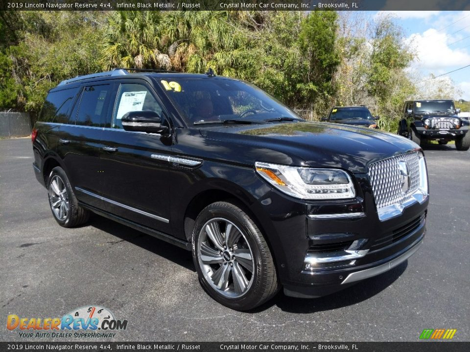 Front 3/4 View of 2019 Lincoln Navigator Reserve 4x4 Photo #4