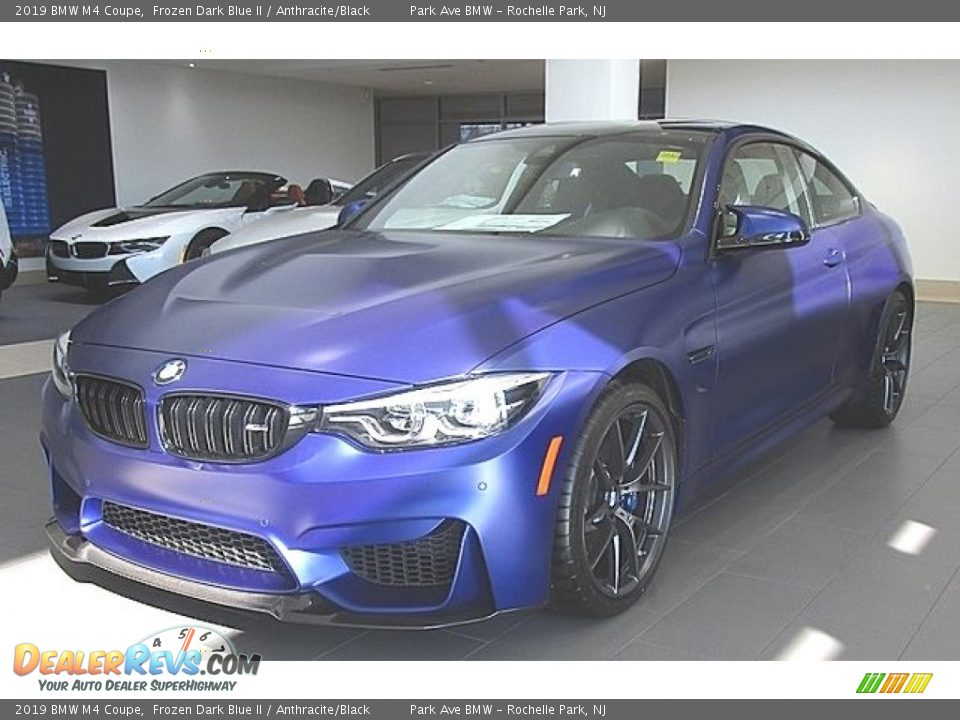 Front 3/4 View of 2019 BMW M4 Coupe Photo #1