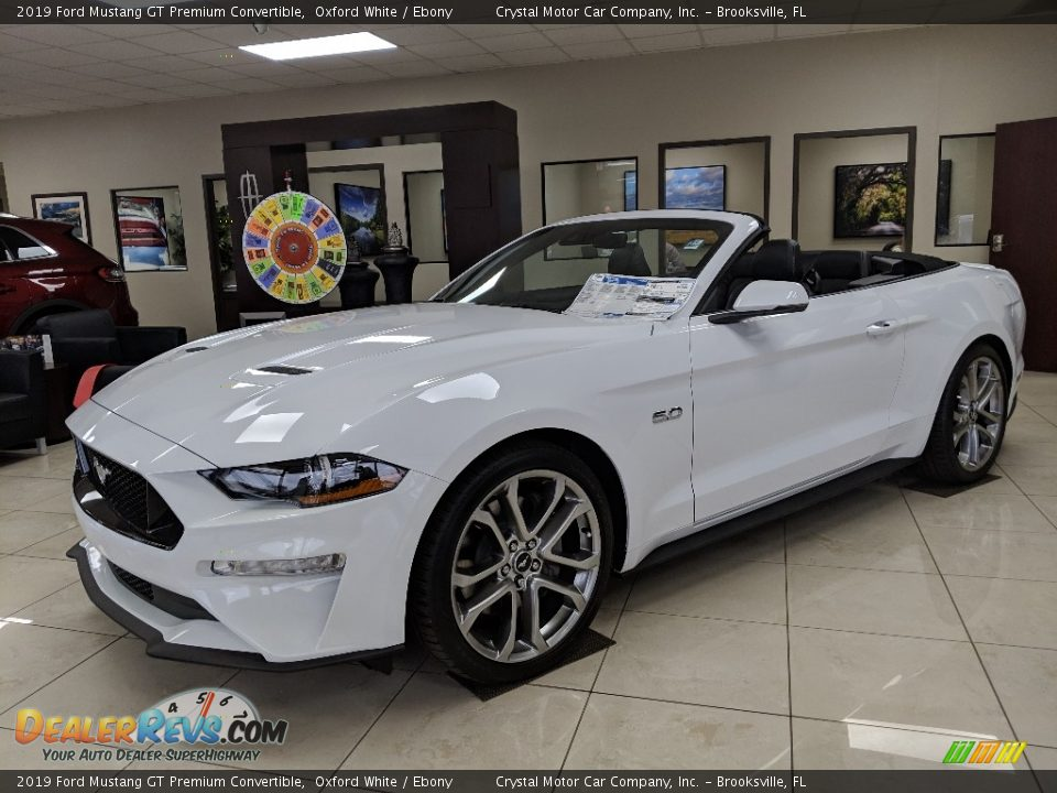 Front 3/4 View of 2019 Ford Mustang GT Premium Convertible Photo #1