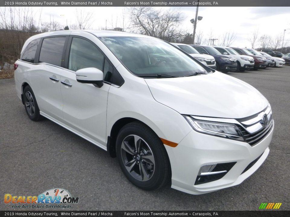 2019 Honda Odyssey Touring White Diamond Pearl / Mocha Photo #5