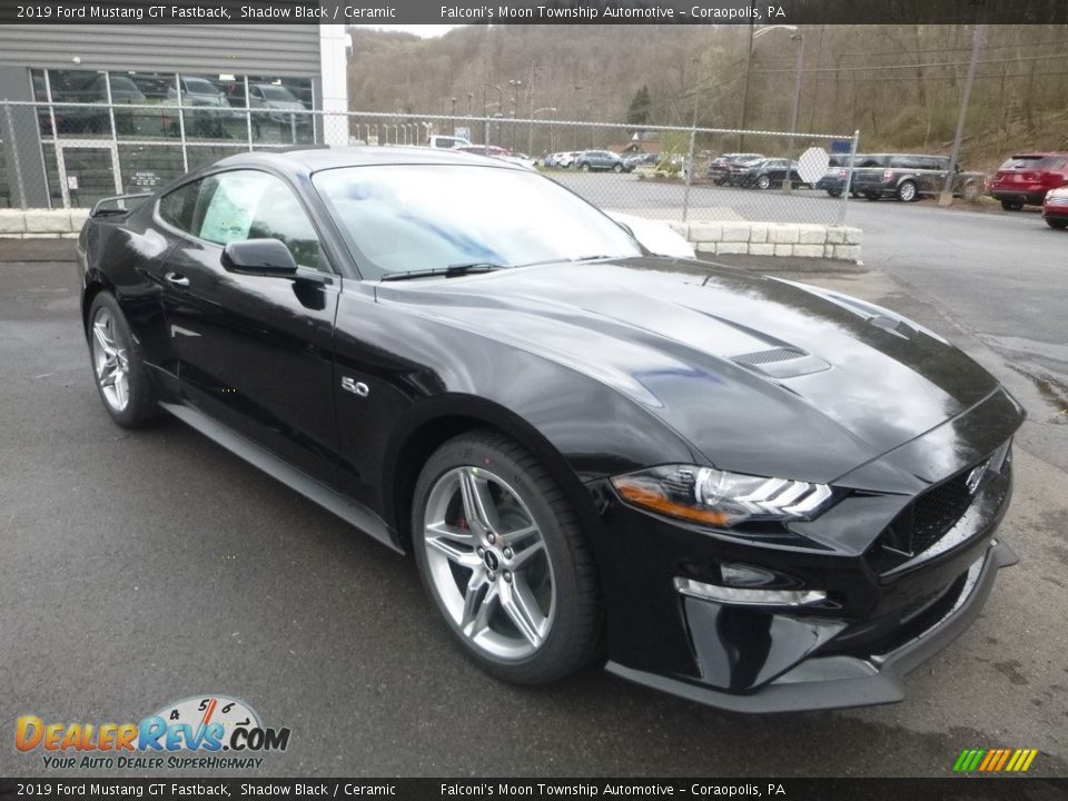 Front 3/4 View of 2019 Ford Mustang GT Fastback Photo #3