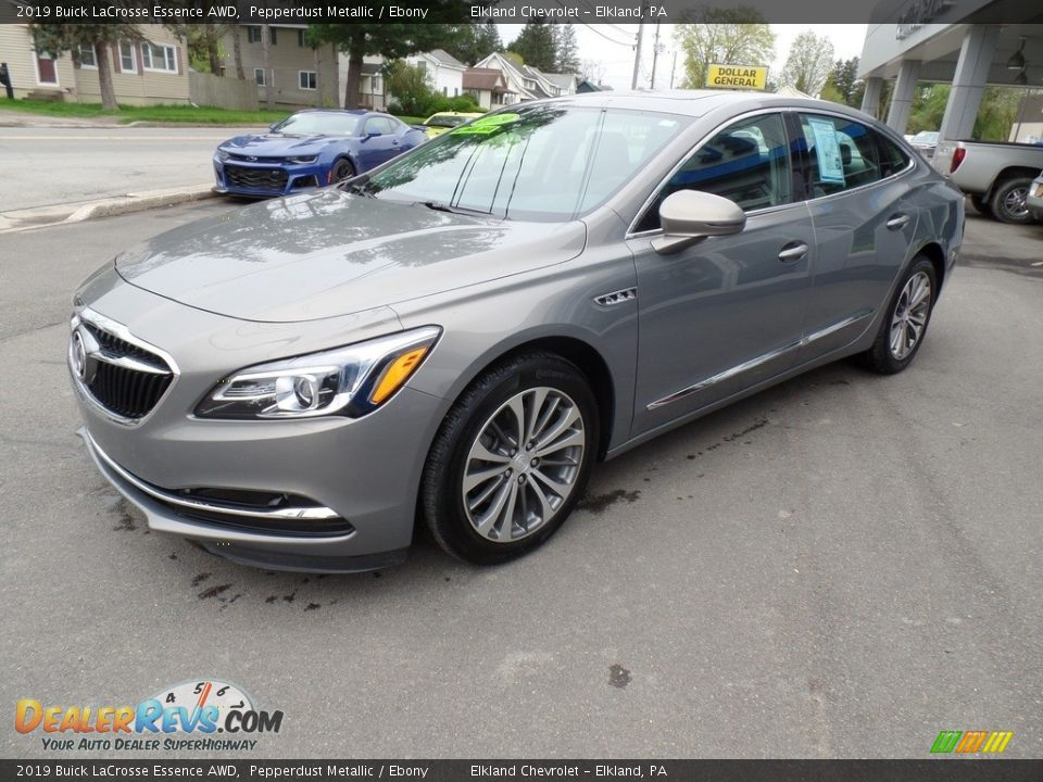 Front 3/4 View of 2019 Buick LaCrosse Essence AWD Photo #1