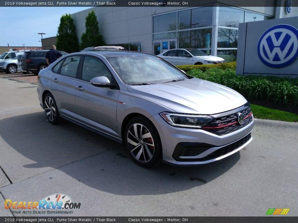 Front 3/4 View of 2019 Volkswagen Jetta GLI Photo #1