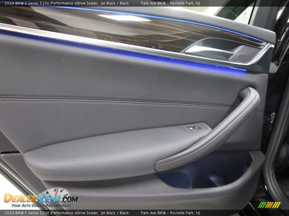 2019 BMW 5 Series 530e iPerformance xDrive Sedan Jet Black / Black Photo #10