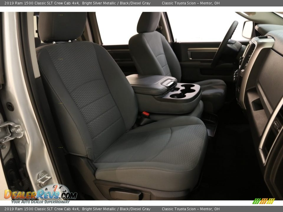 2019 Ram 1500 Classic SLT Crew Cab 4x4 Bright Silver Metallic / Black/Diesel Gray Photo #14