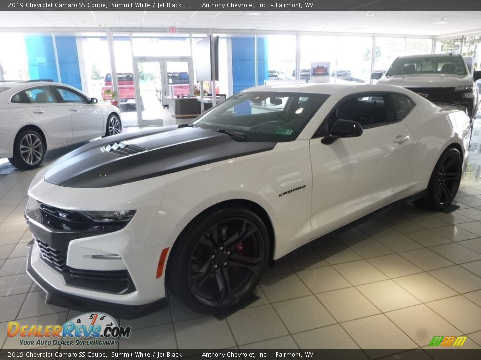 Front 3/4 View of 2019 Chevrolet Camaro SS Coupe Photo #7
