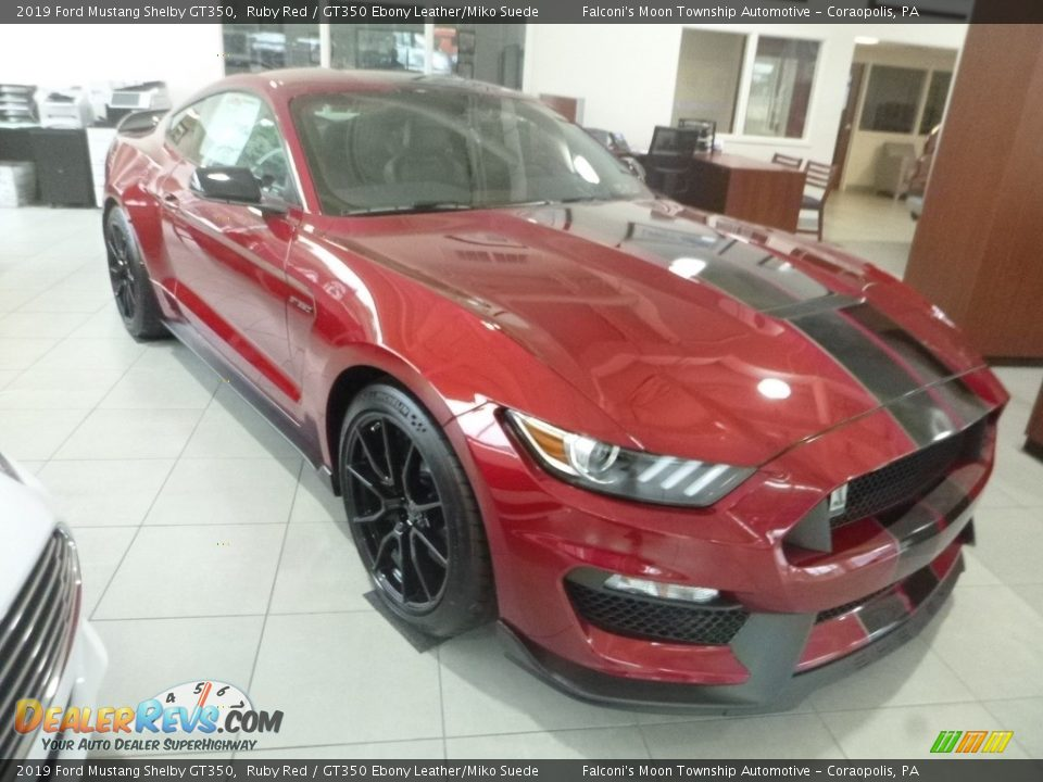 Front 3/4 View of 2019 Ford Mustang Shelby GT350 Photo #4