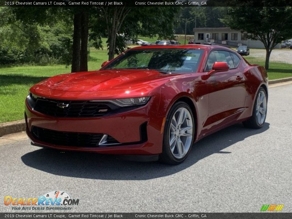 Front 3/4 View of 2019 Chevrolet Camaro LT Coupe Photo #2