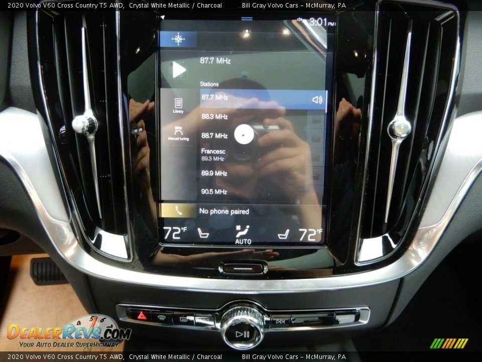Controls of 2020 Volvo V60 Cross Country T5 AWD Photo #15