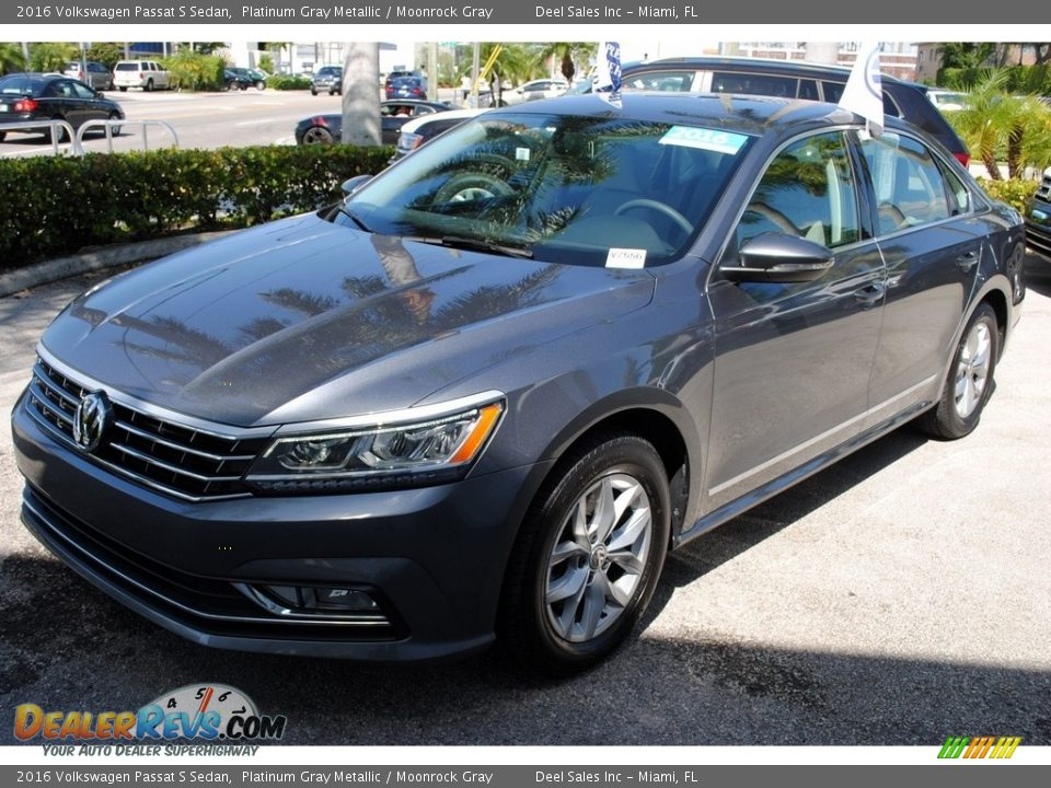 2016 Volkswagen Passat S Sedan Platinum Gray Metallic / Moonrock Gray Photo #4