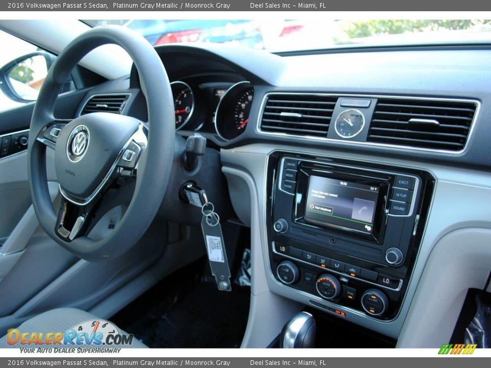 2016 Volkswagen Passat S Sedan Platinum Gray Metallic / Moonrock Gray Photo #18