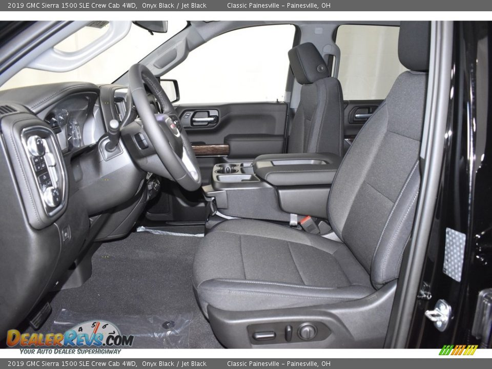 Front Seat of 2019 GMC Sierra 1500 SLE Crew Cab 4WD Photo #6