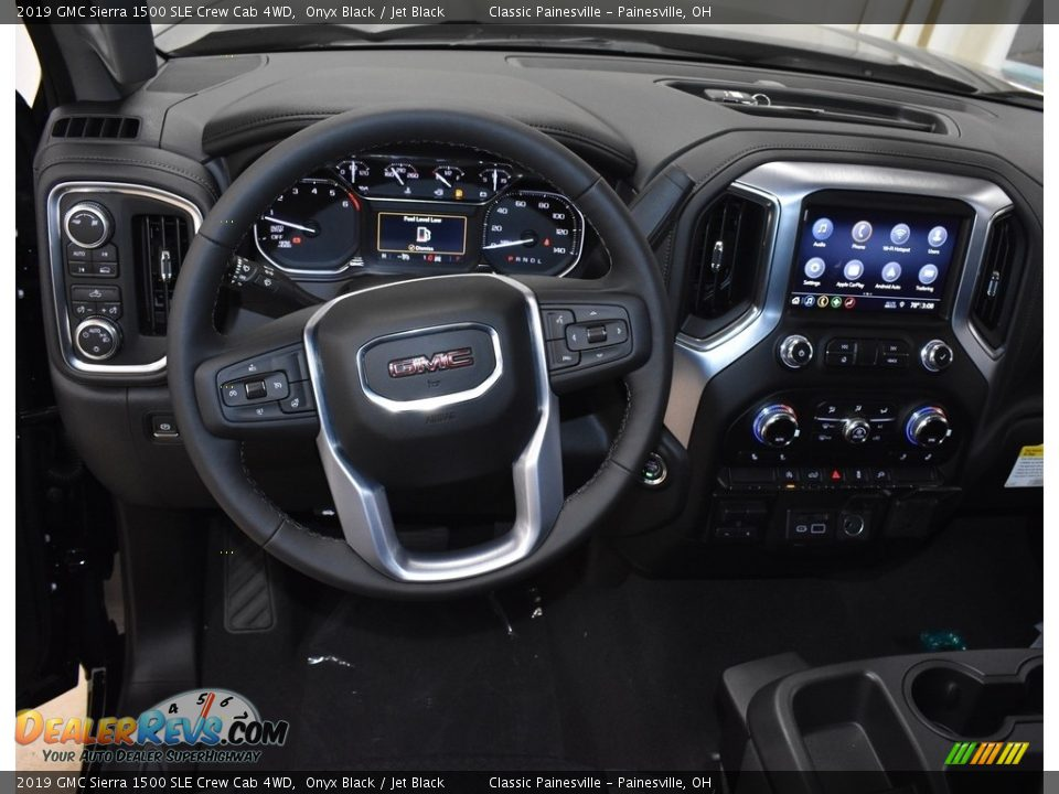 Dashboard of 2019 GMC Sierra 1500 SLE Crew Cab 4WD Photo #8