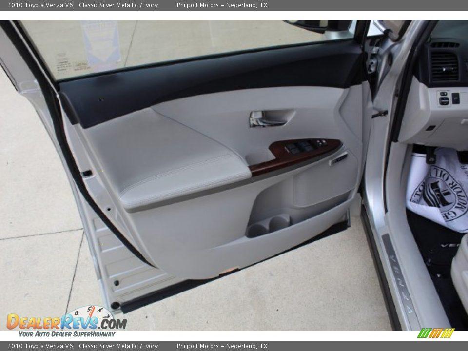 2010 Toyota Venza V6 Classic Silver Metallic / Ivory Photo #11