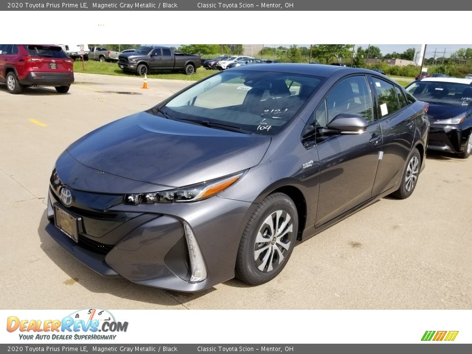 Front 3/4 View of 2020 Toyota Prius Prime LE Photo #1