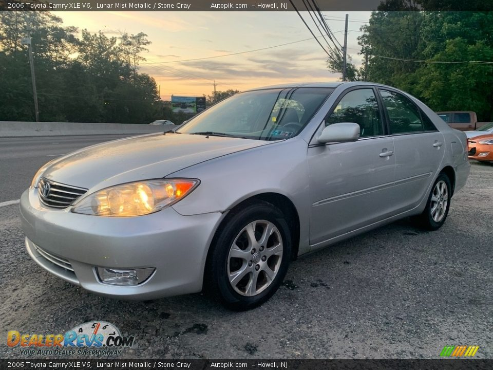 2006 Toyota Camry XLE V6 Lunar Mist Metallic / Stone Gray Photo #7