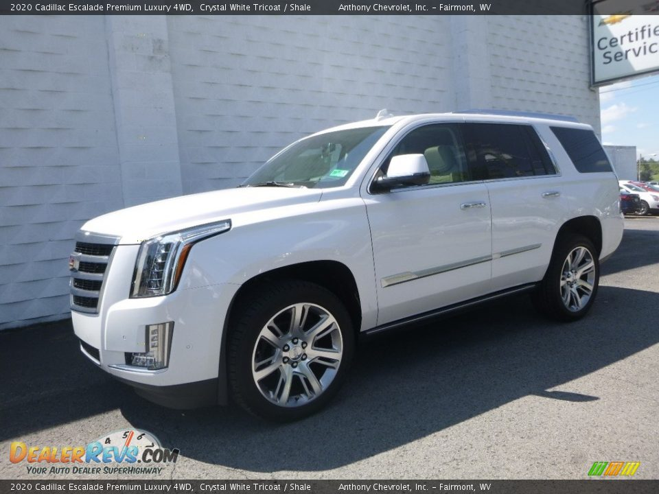 Front 3/4 View of 2020 Cadillac Escalade Premium Luxury 4WD Photo #2