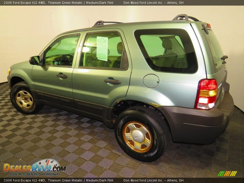 2006 Ford Escape XLS 4WD Titanium Green Metallic / Medium/Dark Flint Photo #9