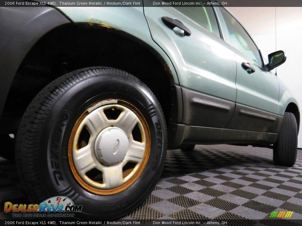 2006 Ford Escape XLS 4WD Titanium Green Metallic / Medium/Dark Flint Photo #15