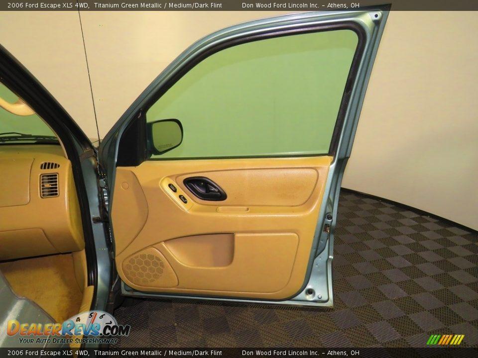 2006 Ford Escape XLS 4WD Titanium Green Metallic / Medium/Dark Flint Photo #24