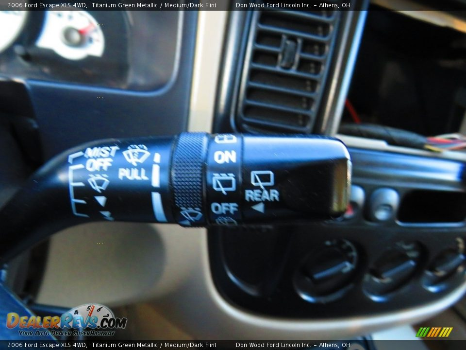 2006 Ford Escape XLS 4WD Titanium Green Metallic / Medium/Dark Flint Photo #30