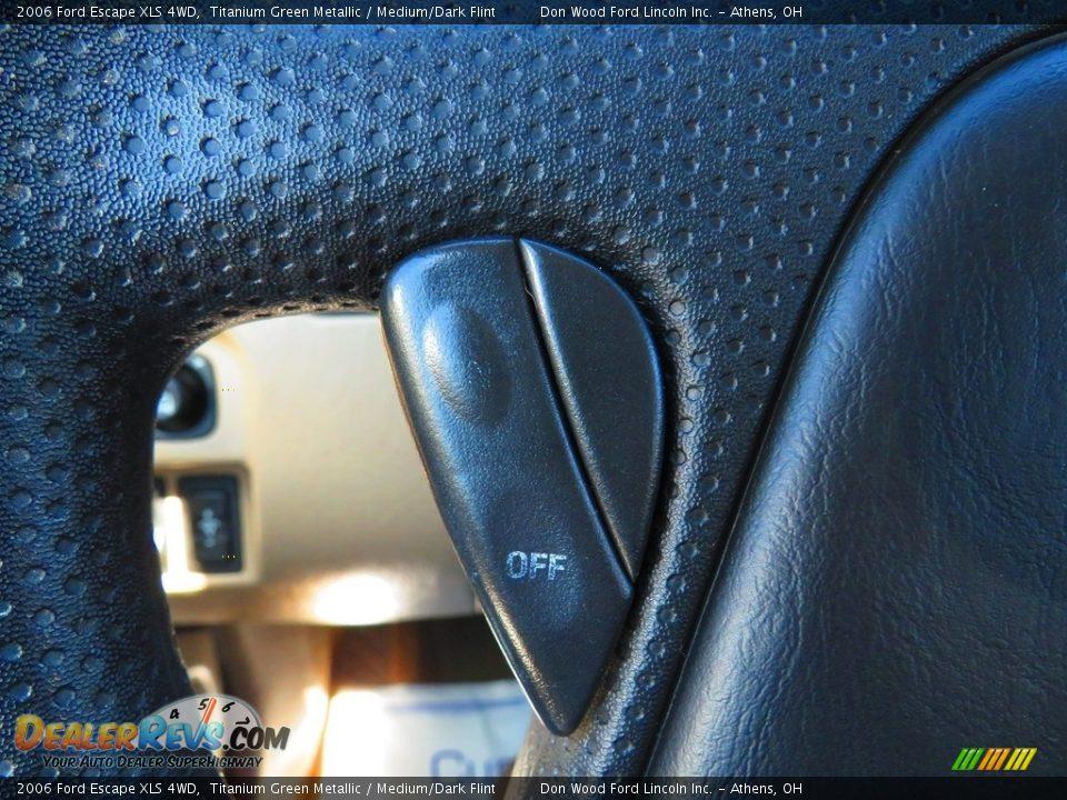 2006 Ford Escape XLS 4WD Titanium Green Metallic / Medium/Dark Flint Photo #31