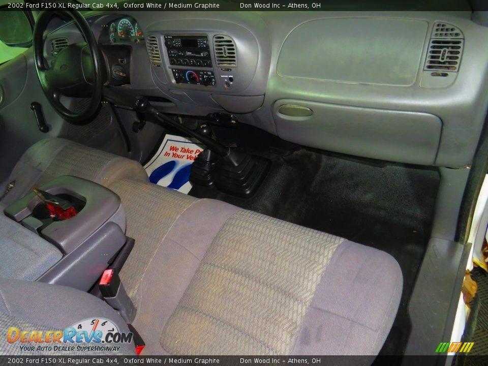 2002 Ford F150 XL Regular Cab 4x4 Oxford White / Medium Graphite Photo #18