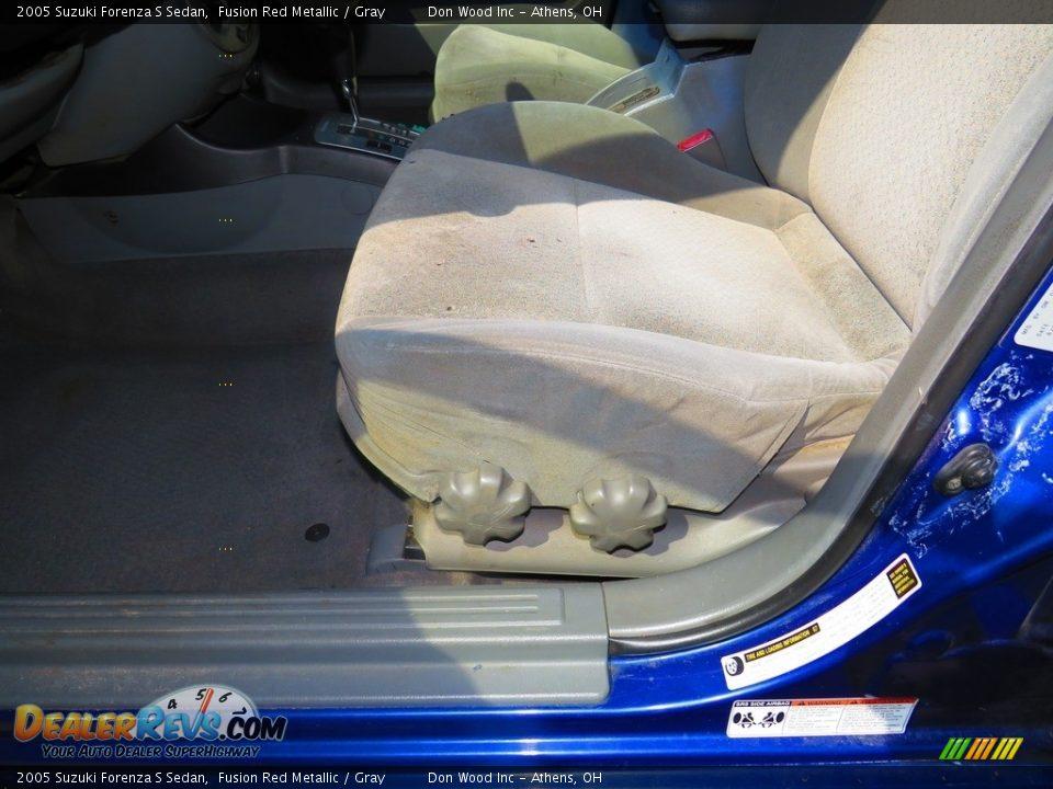 2005 Suzuki Forenza S Sedan Fusion Red Metallic / Gray Photo #15